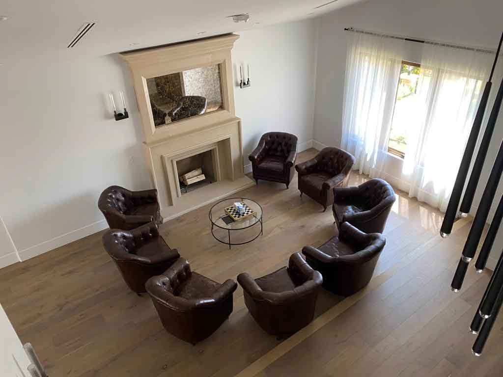 luxury-residential-detox-group-meeting-area